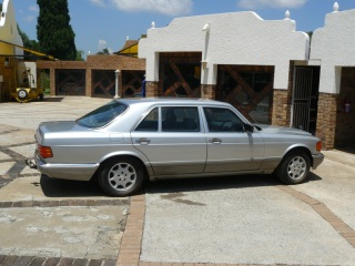 Rent an armour plated Mercedes-Benz 560 SEL